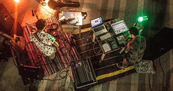 João Sobral e Mão de Obra apresentam show acústico e eletrônico no terraço do Sesc Paulista Eventos BaresSP 570x300 imagem