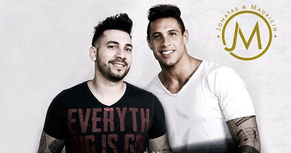 A dupla Jonatas & Mauricio e o cantor Joab embalam a sexta da Woods Bar com o melhor do sertanejo BaresSP