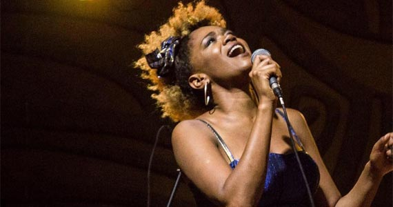 Rooftop Centro de Convenções com a cantora Josi Lopes  agitando o Festival Path Eventos BaresSP 570x300 imagem