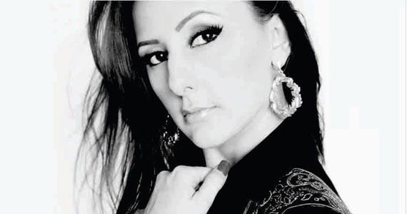 Muito jazz com a cantora e compositora Juliana Pasini no palco do Bar Madeleine  Eventos BaresSP 570x300 imagem