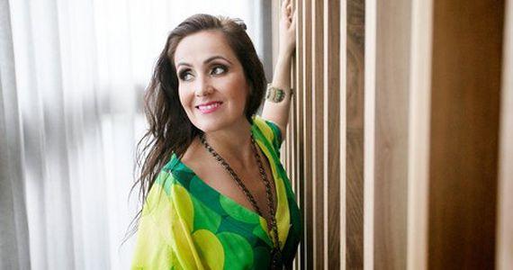 """A cantora brasileira Juliana Areias apresenta o álbum autoral """"Bossa Nova Baby"""" no Espaço Promon  Eventos BaresSP 570x300 imagem"""