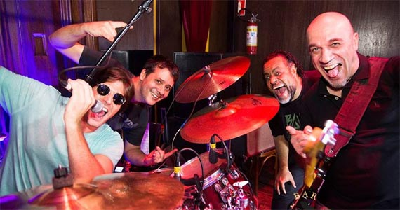 Grandes sucessos do rock com a banda Junkie Box no Bar Charles Edward