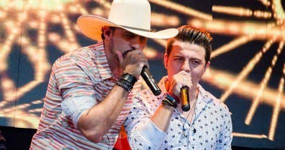 Todo o carisma e talento da dupla Deuber & Leandro soltando a voz na Villa Mix Eventos BaresSP 570x300 imagem