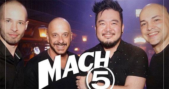 Paula Marquezine e banda Mach 5 comandam a noite com pop rock no Bar Charles Edward