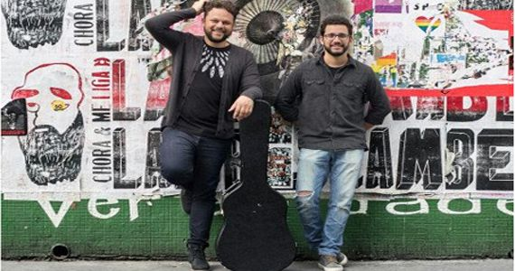 Os cantores Marcos Almeida e Paulo Nazareth se jntam no palco do Teatro Eva Herz para lançar single inédito Eventos BaresSP 570x300 imagem