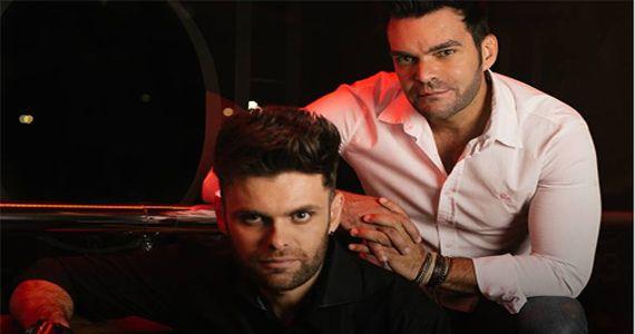 A dupla Mateus & Nathan e o cantor Vicente Neder trazem um repertório com muito sertanejo para a Brooks BaresSP