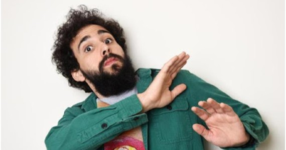 Murilo Couto apresenta stand-up em formato drive-in