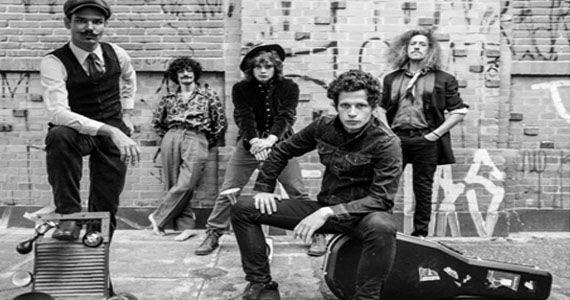 Banda Mustache & Os Apaches lançam dois singles no Teatro Décio de Almeida Prado Eventos BaresSP 570x300 imagem