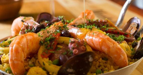 Bacalhau, Vinho & Cia cria menu especial para a noite mais romântica do ano Eventos BaresSP 570x300 imagem