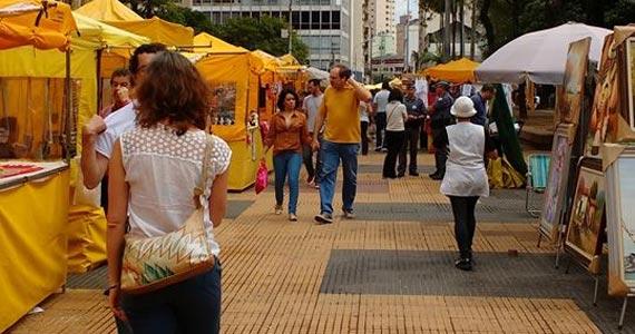 Praça da República recebe aos sábados feira de artesado e gastronoia  Eventos BaresSP 570x300 imagem