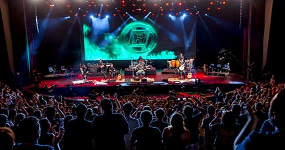 A banda Raimundos sobe no palco do Teatro Bradesco para lançar o seu mais novo DVD Acústico Eventos BaresSP 570x300 imagem
