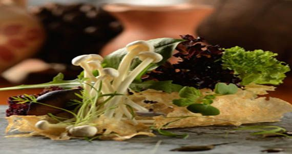 Restaurante Micaela promove Noite Entre Amigos com a participação do chef Thiago Bañares do Tan Tan Nodle Bar Eventos BaresSP 570x300 imagem