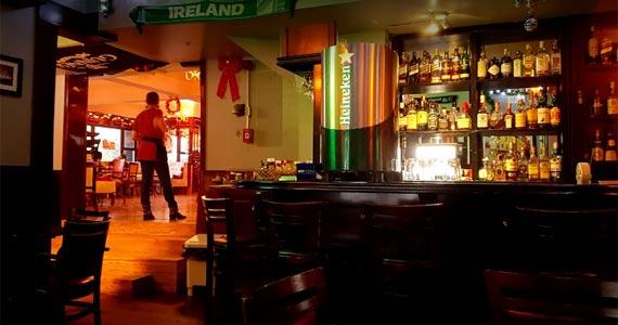 Happy Hour com Prada & Venturini Acústico agitando a segunda-feira no The Blue Pub