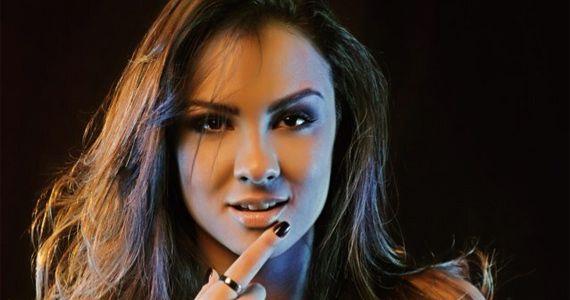 Thainá Cardoso sobe no palco do Villa Mix e canta o melhor do sertanejo Eventos BaresSP 570x300 imagem