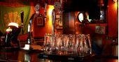 Banda Vibezz comanda a noite com clássicos do rock no The Blue Pub BaresSP