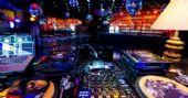 Noite do Vermelho com DJs residentes nas pick-ups do Akbar Lounge e Disco