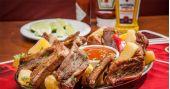 Liverpool Bar oferece deliciosa e crocante costelinha com mandioca