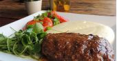 Inconfidentes Bar oferece diversas opções de pratos no horário do almoço BaresSP