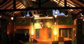 Banda Surdo aos 40 se apresenta no palco do Ton Ton em Moema