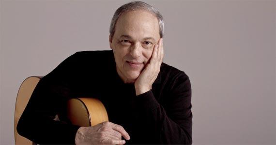 O cantor e compositor Toquinho faz apresentação em voz e violão no Teatro Porto Seguro Eventos BaresSP 570x300 imagem