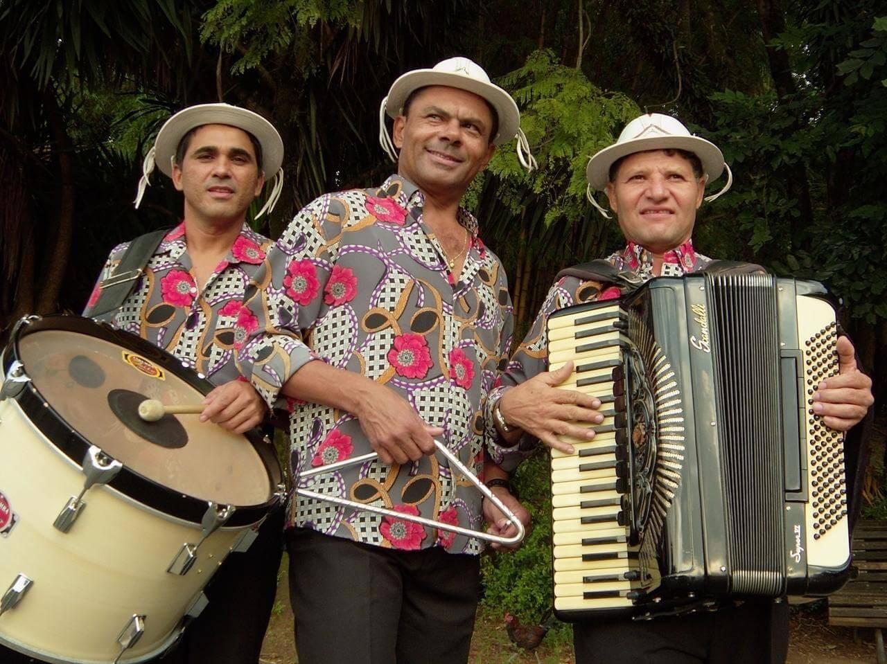 http://www.baressp.com.br/eventos/fotos2/triosabia_cantodaema.jpg