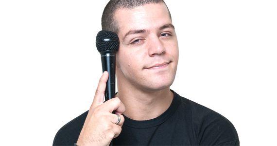 Victor Sarro arranca risadas no stand up O que você não vê na TV no Honda Hall Eventos BaresSP 570x300 imagem