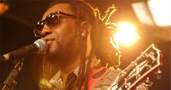 Homenagem a Djavan com o cantor Walmir Borges no Bourbon Street Music Club Eventos BaresSP 570x300 imagem