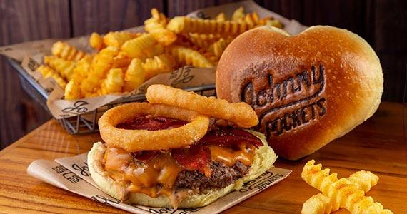 Johnny Rockets comemora Dia dos Namorados com hambúrgueres especiais Eventos BaresSP 570x300 imagem