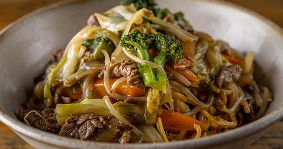 Restaurante japonês Nagayama com opções de pratos quentes no inverno Eventos BaresSP 570x300 imagem
