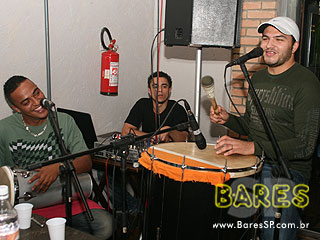 Pagode e sertanejo universitário com Feijoada do Bar Nova Vila