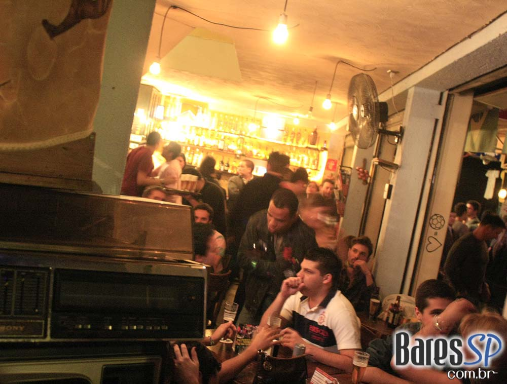 Sábado agitado no Bar Favela