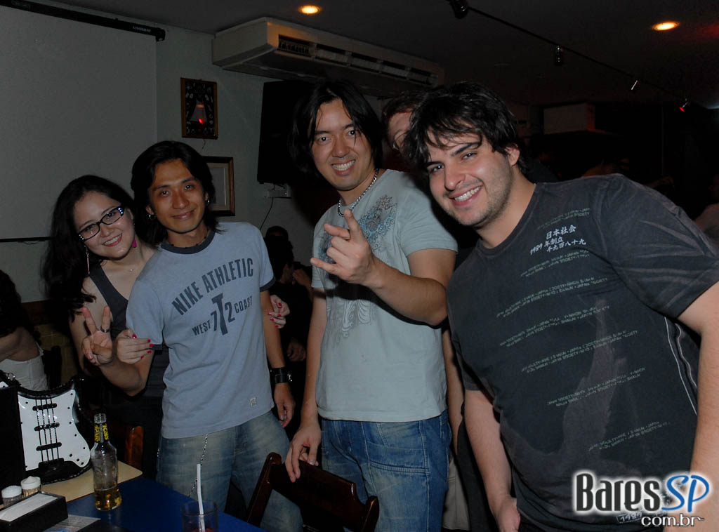 Banda 12 com mpb, pop rock, flash back e anos 80 no Capital da Villa