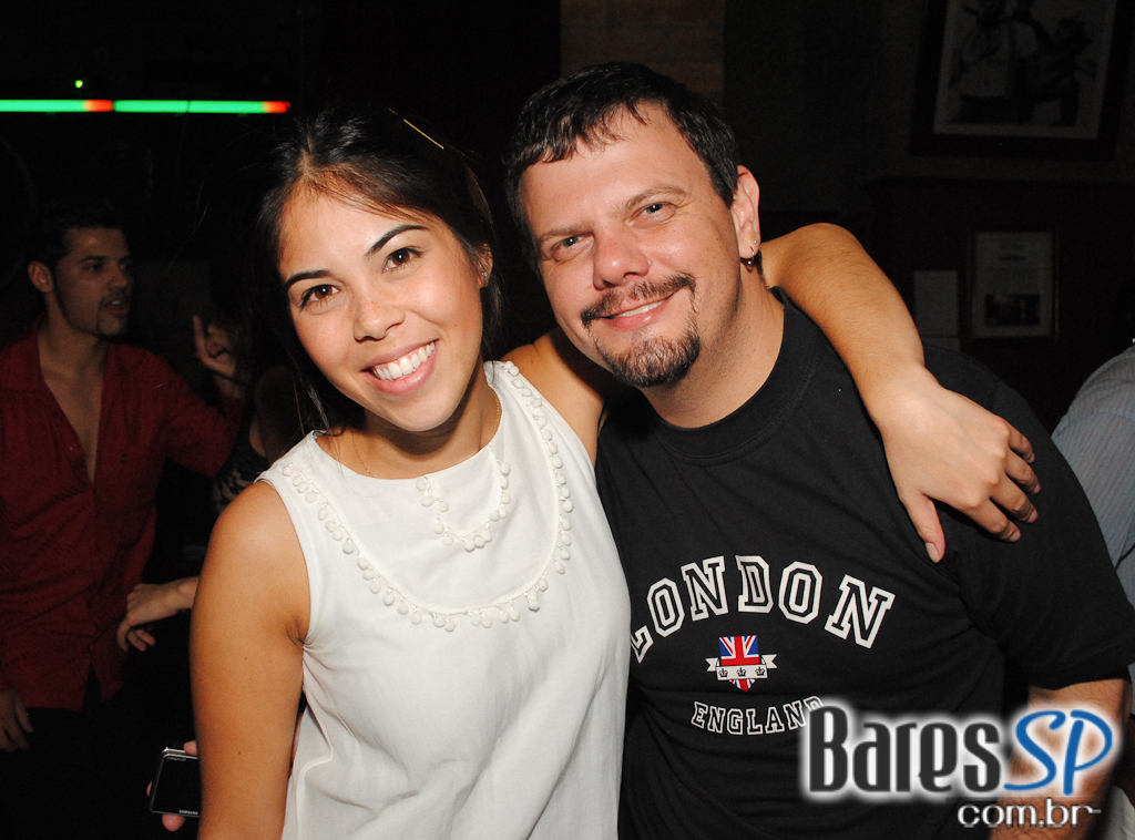 Noite do Pop Latino e Salsa com Banda Azúkar e DJ no Buena Vista
