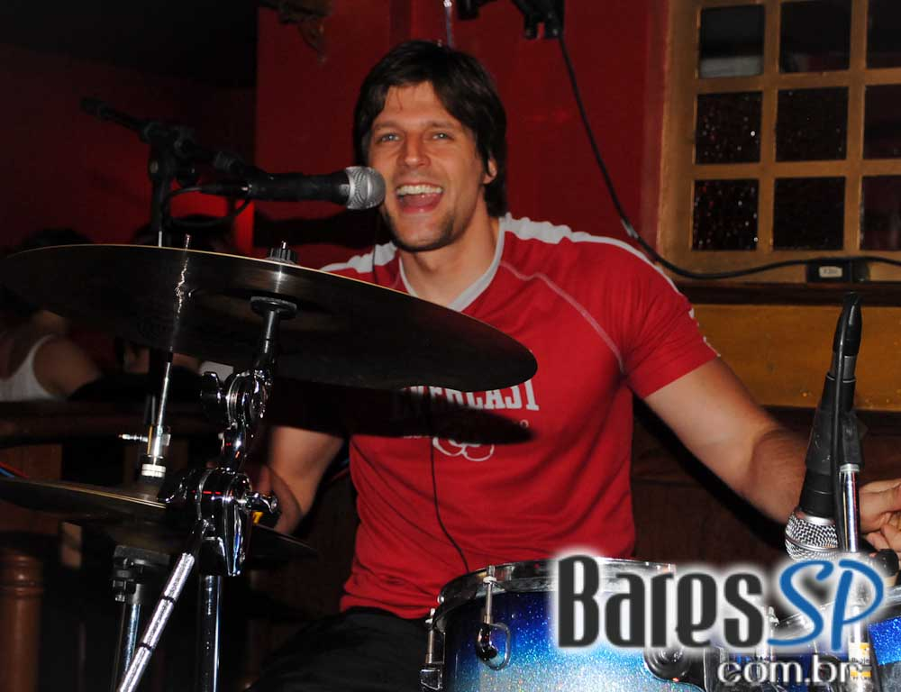 Claudio Merlin & Banda Junkie Box animou o Republic Pub