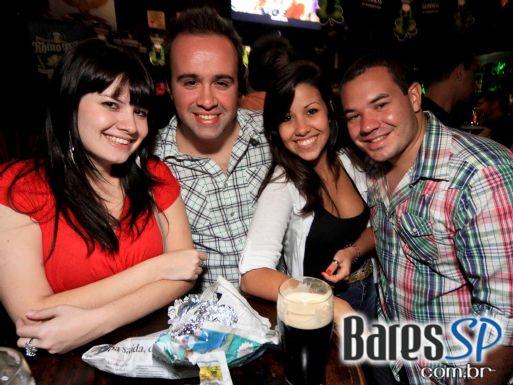 Rhino Pub comemora St. Patrick's Day com cerveja Duff