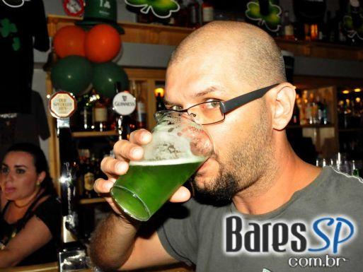 Comemoração do St. Patrick's Day com atrações especiais e Duff no The Blue Pub