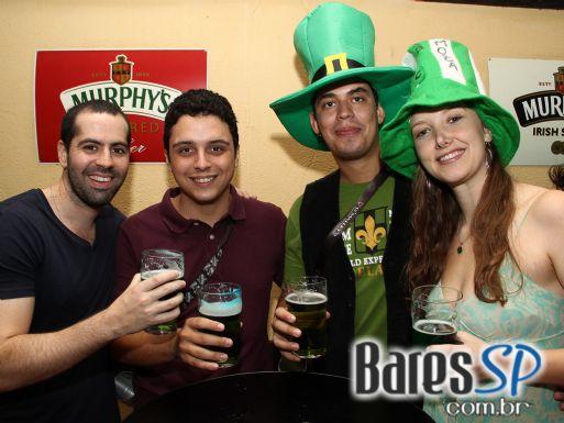CrossTown Traffic, Murphy's Law e Acullia se apresentaram no O'Malley's para o St. Patrick's Day