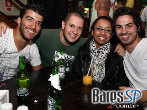 Banda Velhos Novos tocou no Kabala Pub do Tatuapé celebrando St. Patrick