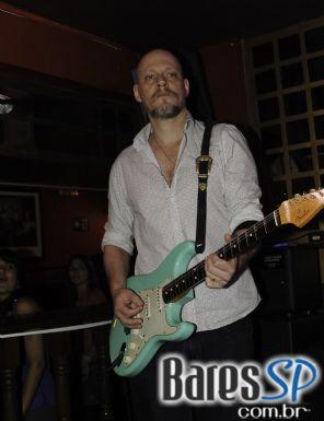 Celebração do ST. Patrick's com apresentação da banda Cowbell no Republic Pub
