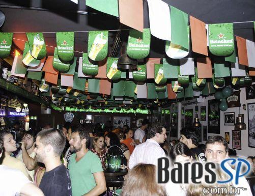 Partisans comemorou St. Patrick's Day com promoção de Guinness e show cover de Ramones
