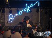 BJ Mitchell e sua banda cantaram sucessos internacionais no Biroska /fotos/coberturas/17516/17516-1_pq BaresSP
