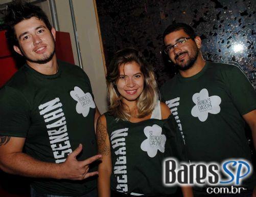 Sábado o Ozzie Pub recebeu o show da banda Mr. Burns no St. Patrick's Day - St. Patrick Week