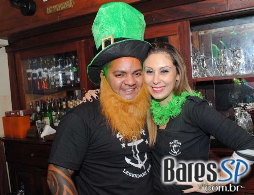 Bandas New Girl e Cowbell se apresentaram no St. Patrick's Day domingo no The Sailor - St. Patrick Week