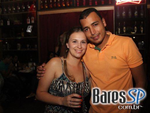 Bandas The Rocks e Banda 1 agitaram a sexta-feira com Pub Crawl SP no Kabala Tatuapé - St. Patrick Week