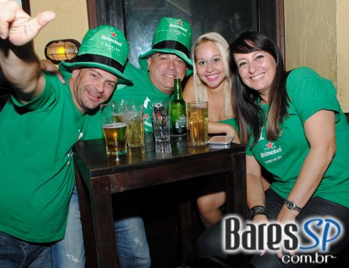 Bandas Jack Rabbit, Murphy s Law e Acullia animaram o domingo festivo do St. Patrick's Day no O Malley s - St. Patrick Week