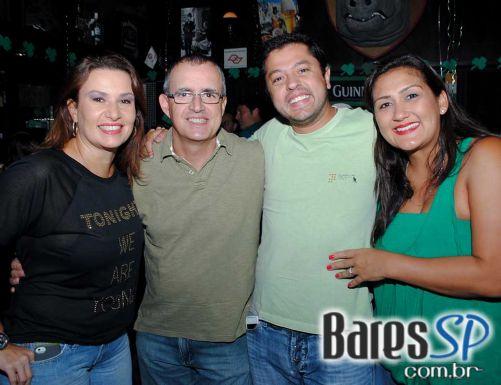 Para comemorar o St. Patrick Day Rhino Pub recebeu bandas de pop rock na segunda-feira - St. Patrick Week