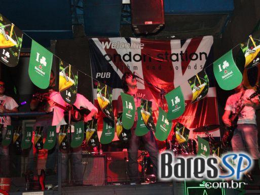 Banda Realstream animou o sábado de St. Patricks Day no London Station - St. Patrick Week