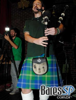 Banda U2 Tribute e Mavericks animaram a comemoração de St. Patrick's Day no The Sailor