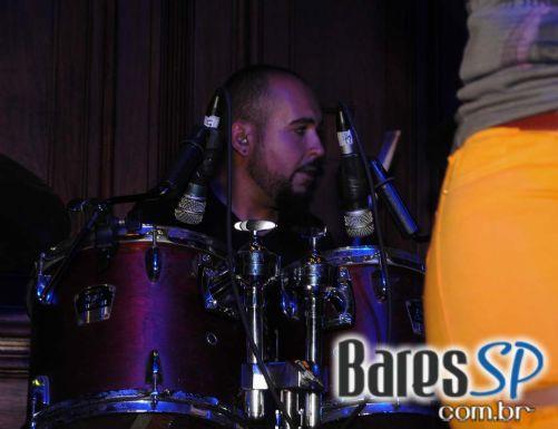 Jack Joe se apresentou na sexta-feira no palco do Bar Charles Edward - St. Patrick Week