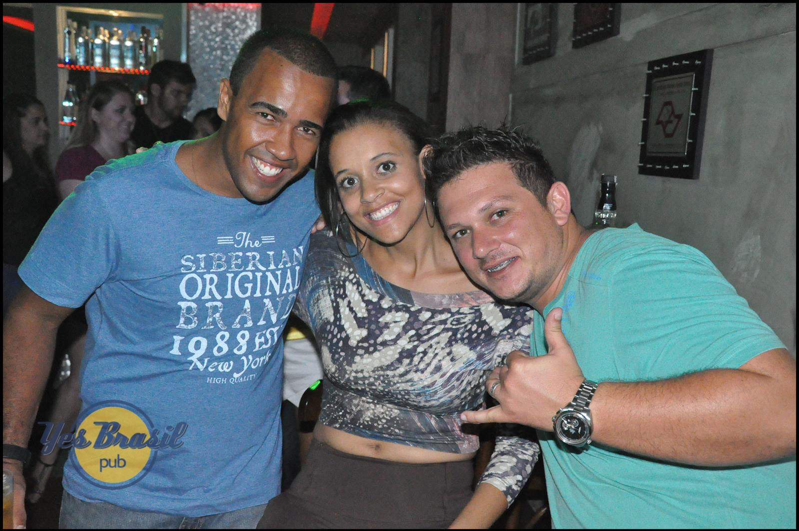 Jonas Sanches e Edsonn e Enrique animaram o sábado do Yes Brasil Pub
